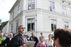 Här inne bor guiden själv. I ett hus som en gång i tiden byggdes av sjökapten Westman.