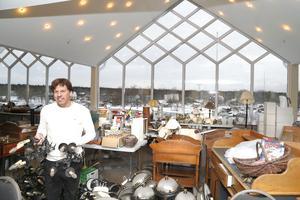 Stefan Karlsson driver Hotell Havsbaden sedan i höstas. All gammal inredning säljs på loppis 28-29 januari för att ge plats åt ny inredning i Newport-stil.