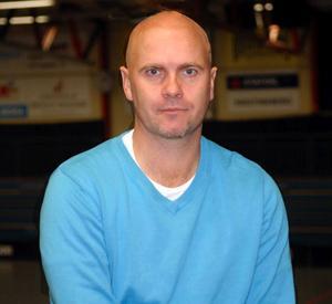 Kais Moras tränare Peter Wallin har tagit time out på obestämd tid.