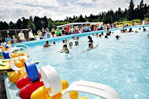 I går var det avslutning för Svenska Livräddningssällskapets simskola. I tre veckor har barnen fått öva på bröst- och ryggsim.