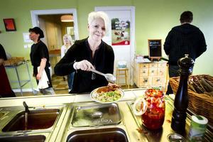 GOTT OCH NYTTIGT. I Ockelbo kommun serveras det näst mest ekologisk mat i Sverige. På Perslundaskolan där Signhild Olsson är rektor, är 70 till 80 procent av maten som serveras ekologisk.