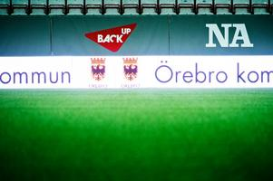 Den nya digitala reklamskylten löpte längs hela långsidan på Behrn arena. Och lyste väldigt starkt intill spelarna.
