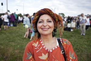 Pari Isazadeh blandar persisk musik med svensk folkmusik.