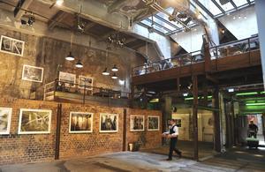 Succérestaurangen La Soupe Populaire har mycket berlinska lokaler i det gamla Bötzow-bryggeriet.   Foto: Anders Pihl
