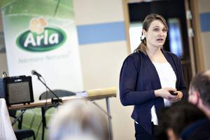 Helene Gunnarsson, ledamot i Arla Foods och mjölkbonde från Halland, talade med bönder på bönders vis. Hon var den som ledde det extra kretsmötet på Restaurang Murklan på Frösö Park.