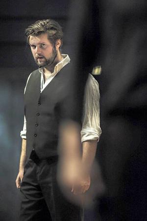 Markus Pettersson är van att stå på operascenen. Här sjunger han rollen som Turiddu i den italienska operan Cavalleria Rusticana.