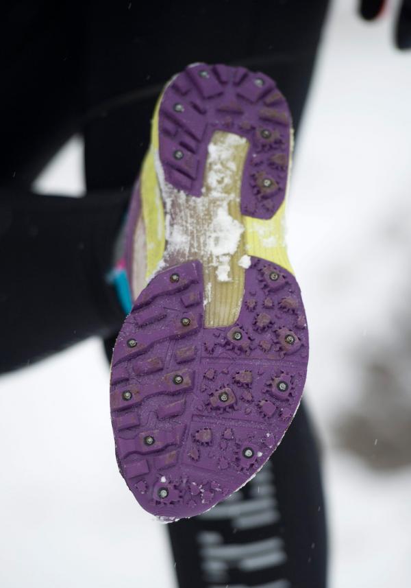 Dubbar på skorna är att rekommendera om man springer på vintern, menar Oskar Åkerlund. Foto: Fredrik Sandberg