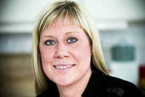 Maria Prytz, ursprungligen från Sveg, satsar på en ny curlingkarriär efter det egna internationella spelandet. Hon tar sig an coachrollen hos utmanarna till sitt gamla lag.