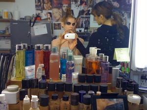 Svensk modell. Före en episod i inspelningen av tv-serien Ugly Betty, där Karin spelar svenska modellen Ingrid.