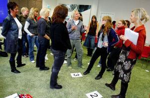 Deltagarna fick bland annat lära sig hur de kan få unga tjejer att dramatisera olika problem för att stärka deras självkänsla.Foto: Henrik Flygare
