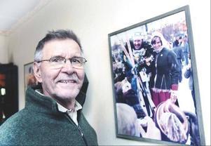 Vasaloppsvinnaren Matti Kuosku med segerbilden där plastskidorna från Jofa syns.