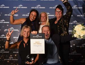 Lisen Alfvén, Emma Östlund, Ronja Alm, Magnus Dahlström och Tina Dahlström Bergh (bilden) från ICA Supermarket i Tierp vann Årets ATG-ombud.