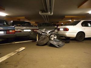Flera bilar vandaliserades i ett garage i Herrhagen 2009.