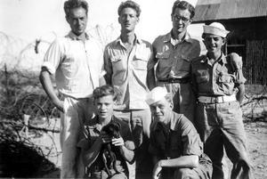 Sigvard Marjasin längst till höger och sittande till höger är Leif Elwing från Kumla som sköts till döds.