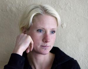 Sofia Rapp Johansson har många järn i elden. Böcker, jympa, visor och föredrag. I mars ska hon prata i Riksdagen och i kväll ser hon teaterföreställningen Silverfisken, som bygger på hennes diktsvit med samma namn.