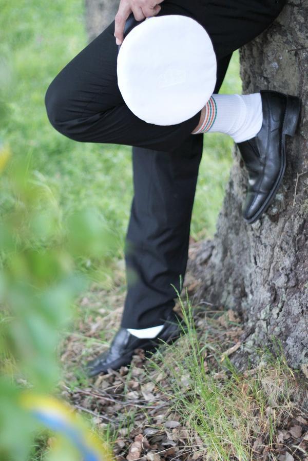 Färgmatcha. Förstör inte en fin mörk kostym med vita strumpor.
