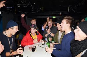 Innan matchstart samlades LBK-fansen på Statt för att sjunga upp sig och träna in i det sista på ramsorna.