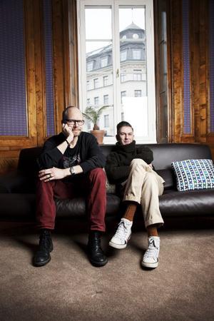 Kristian Luuk och Andres Lokko är gamla vänner som också har ett podradioprogram ihop. Foto: Mikael Andersson/Sveriges Radio