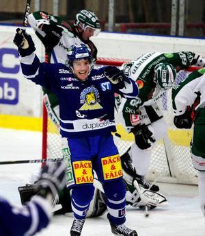 Oscar Johansson och hans Sundsvall Hockey fick jubla tre gånger om i första  perioden. Forwardens e44eb95cfb386