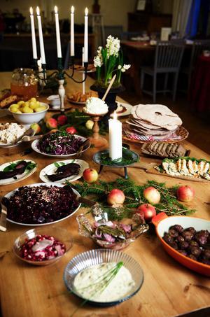 Vissa förvaltningar har bjudit personalen på julbord eller jullunch som julklapp.