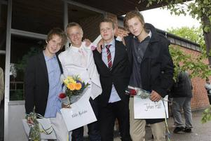 Det var blandade känslor hos Magnus Andersson, Viktor Nyström, Christian Jerner Haaranen och Johan Häll. Medan några av dem tyckte att skolavslutningen känts som vanligt tyckte andra att det ändå varit lite jobbigt. Mest av allt är det skönt att få lämna högstadiet bakom sig.