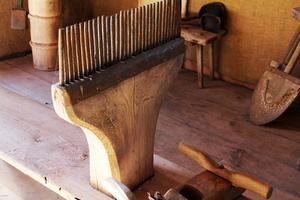 Den grovtandade kammen användes vid repning under linberedningen. Linet drogs genom