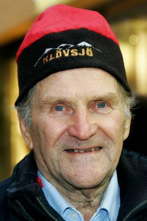 Lars Backskog, 82 år, Svenstavik:– Ja, man har satt upp det mesta av det som behövs: gardiner, ljusstakar och gran ute.