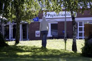 I skuggan. Psykiatrins problem har belysts i VLT:s artikelserie. Ansvariga politiker har mycket att svara på.foto: VLT:s arkiv.