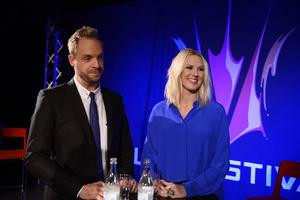 Robin Paulsson och Sanna Nielsen, de leder Melodifestivalen 2015.
