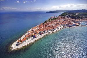 Bildtext 12: Piran är en av Balkans mest idylliskt belägna orter.   Foto: Ubald Trnkoczy/www.slovenia.info