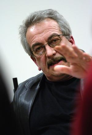 Ronny Beyer anser att trafiksituationen vid Skräddarbacksskolan är direkt farlig. Foto:MikaelHellsten/arkiv