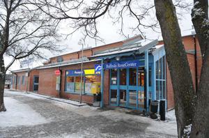 Järnvägsstationen vid Bollnäs Resecentrum ingår i det fastighetsköp som Bollnäs Arena AB vill göra. Men trots att en uppgörelse presenterades i ett pressmeddelande 2010 är affären ännu inte klar.