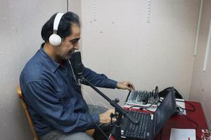 I sändning. Hassan Fartousi driver hemsidan Andisheh online tv and radio. Han fick idén i augusti och satte genast i gång.