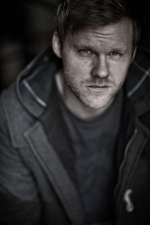 Tomas Grut har studerat klassiskt piano på Birka Folkhögskola, gjort två solokonserter och släppt två fullängdsalbum.