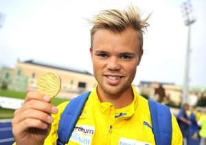 Ett glänsande läng-hopp från Bollnäs FIK. Andreas Andersson var ensam över sju meter vid Junior-NM i Köpenhamn.