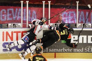 Ungefär så här såg Brynäs ut i första perioden mot Linköping. Tillplattade. Linköping tilläts gå fram till 3–0-ledning vilket avgjorde den här matchen i tidigt skede. Efter dröjde det längre för tränaren