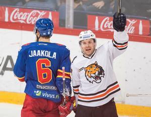 Niclas Bergfors är tillbaka i Sverige efter sina år i KHL, och redan nu får han hyllningar av sin nya klubb.