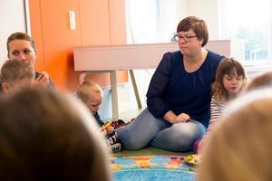 Barnen ska känna sig trygga med all personal i huset, är tanken på Slättaskogen. Camilla Dalby, förskollärare, började efter sommaren och trivs på storförskolan.