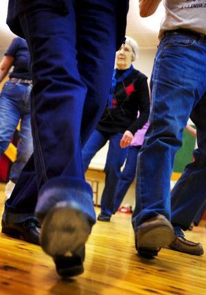 Seniordansen handlar om att träna minnet och få motion.Foto: Henrik Flygare