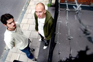 Två av medlemmarna i Chunk som de ser ut i dag. Tobias Samelsson och Fredrik Bergman spelar i bandet Crystal Phillips.