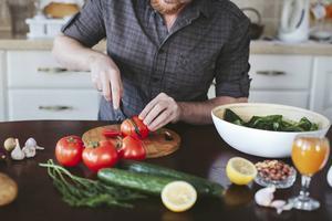 Man behöver varken vara näringsfysiolog eller mästerkock för att äta bra vegetariskt, säger dietisten. Det är inte heller svårt att få i sig tillräckligt med protein.