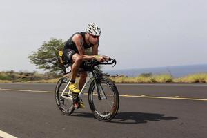 Tomas Edström tävlar i klassen 50-54 år på Ironman World Championship. 3,86 kilometer simning, 180,2 kilometer cykling och 42 195 meter löpning väntar i hettan på Hawaii.
