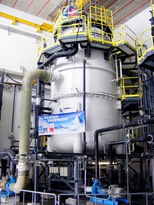 Vakuumtanken i Pitztal är stor och har en kapacitet att göra tusentals kubikmeter snö per dygn. Foto: IDE