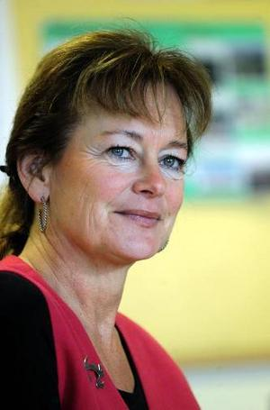 Kulturminister Lena Adelsohn Liljeroths departement förväntas lägga fram en public service-proposition som förlänger sändningstillstånden från tre till fyra år.