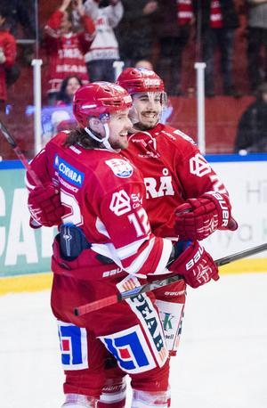 Andrée Hult (till vänster) fick jubla i sin comeback efter petningen.