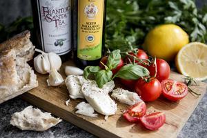 Populäraste matsouvenirerna är olivolja, lokala viner och kryddor. Foto: Christine Olsson / TT