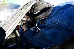 Lina Falk, 15 år, kör sin första säsong som folkraceförare. Pappa Brian hjälper till.