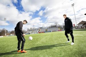 Gefle IF:s nya mittbackar Ilir Berisha och Martin Rauschenberg trixar på Strömvallen. Båda har redan funnit sig väl tillrätta i klubben.