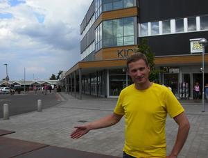 Ingen konkurrent. Stefan Persson, ordförande i Hjultorgets handelsförening, ser inte att Hjultorgets köpcentrum är någon konkurrent till butikerna i centrala Leksand. Foto:Göran Persson