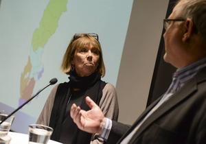 Indelningskommitténs Barbro Holmberg (S) och Kent Johansson (C) är på god väg med att få ihop ljusblåa Svealand på kartan.